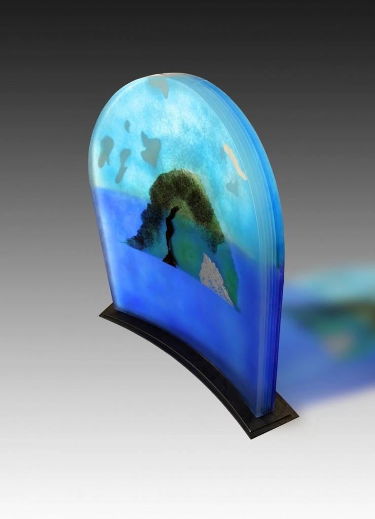 Rocher du Diamant  - 2012 - 65 x 55 x 5 cm (avec socle métal : 69 x 67 x 12 cm) | 40 kg Verre fusionné en multicouche avec inclusion de pigments, émaillage, thermoformage